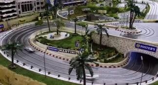 Deze Slot Mods miniatuurracebaan kost meer dan je huis
