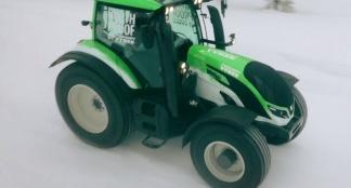 Juha Kankkunen breaks World Speed Record in a tractor
