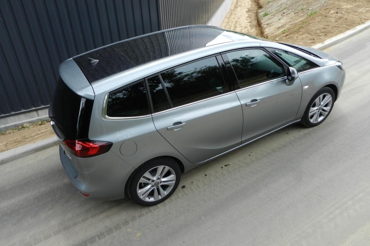 Opel zafira tourer 1 6 cdti tests for Interieur zafira tourer