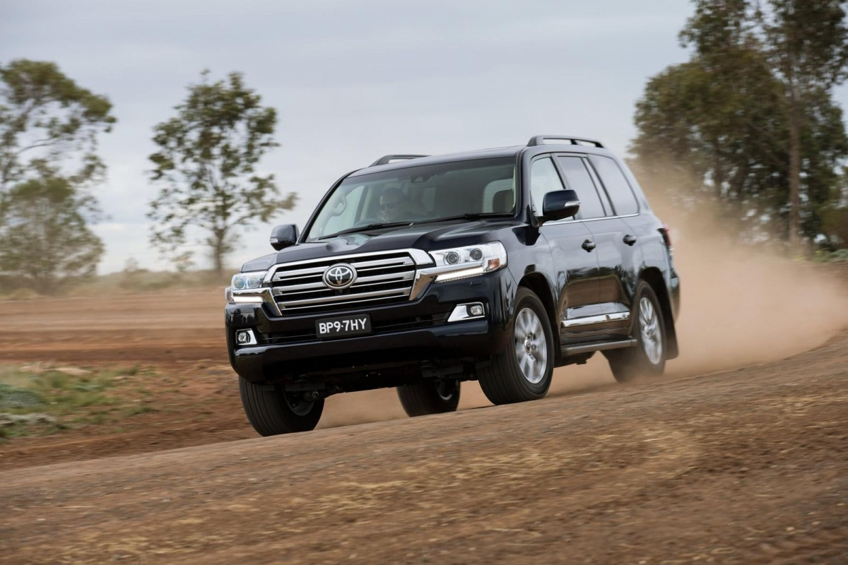 facelift pour le toyota land cruiser v8 actualit. Black Bedroom Furniture Sets. Home Design Ideas