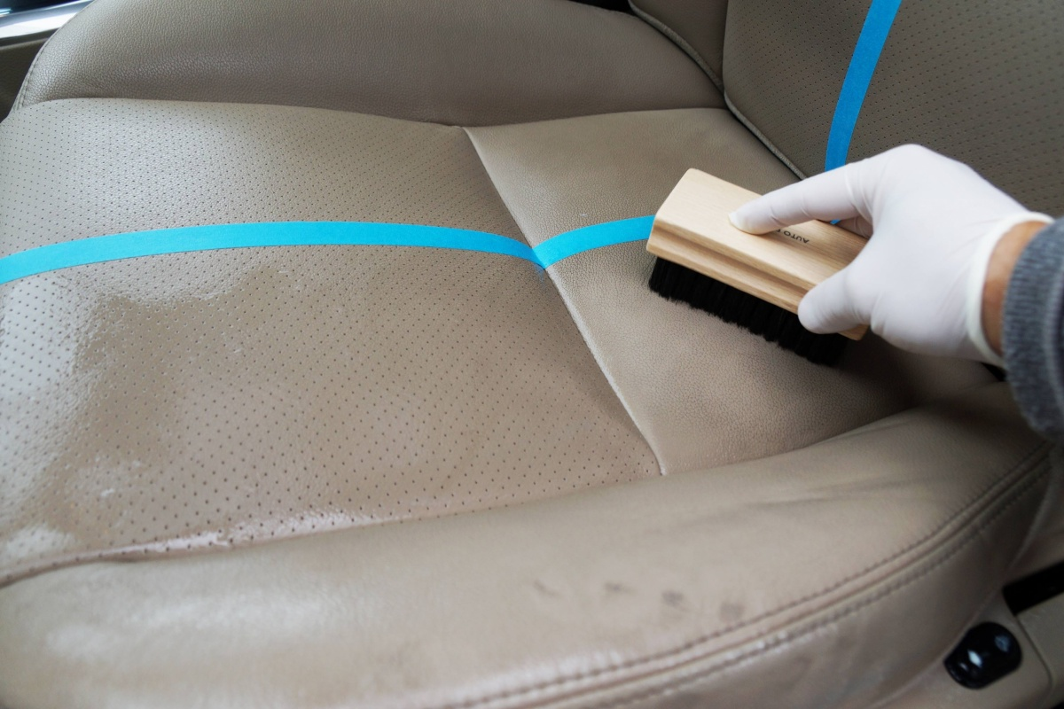 Hoe je lederen interieur reinigen dossiers for Auto interieur reinigen