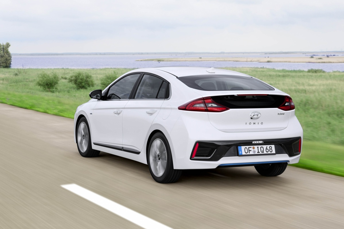 hyundai ioniq hybrid tests. Black Bedroom Furniture Sets. Home Design Ideas