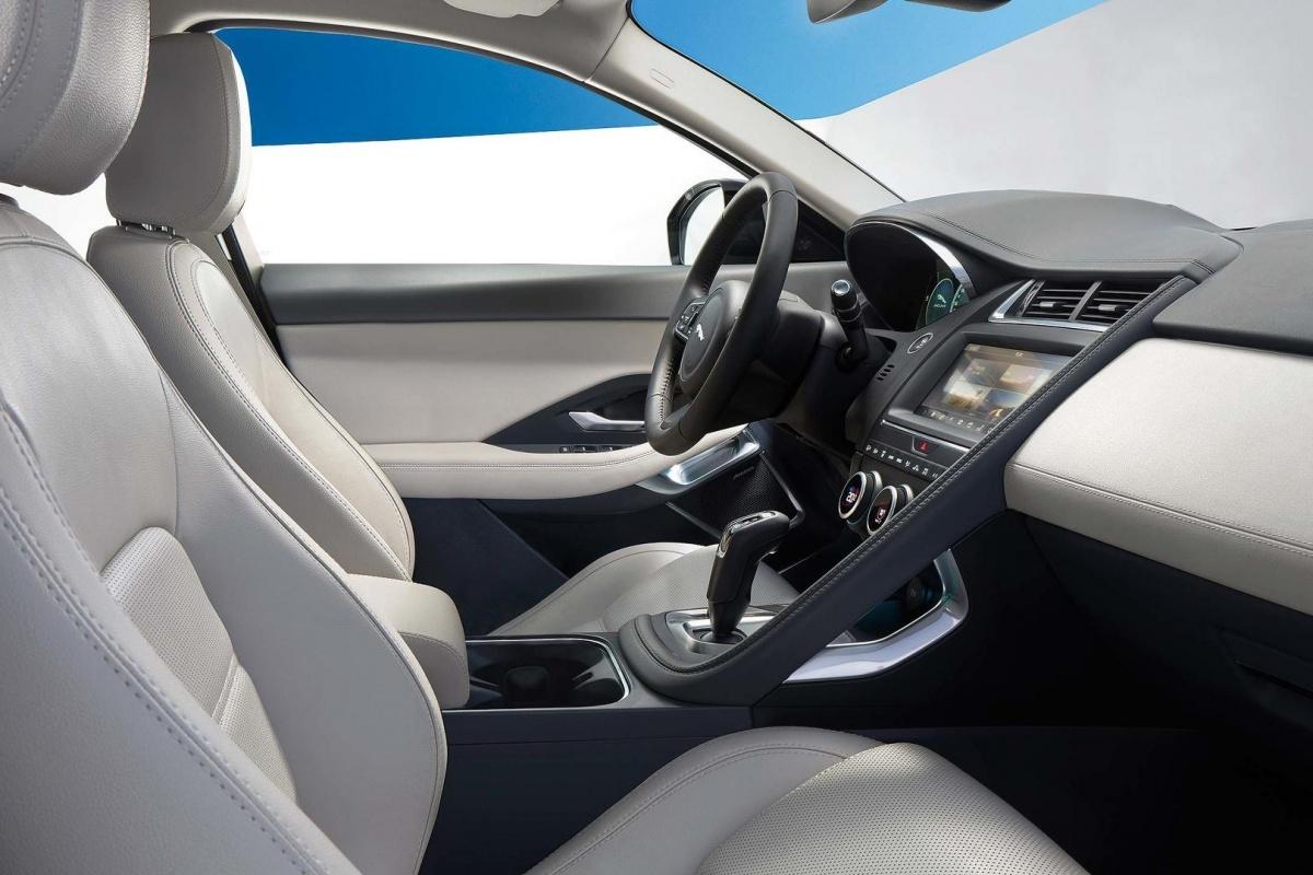 Jaguar e pace voorgesteld nieuws for Interieur jaguar f pace