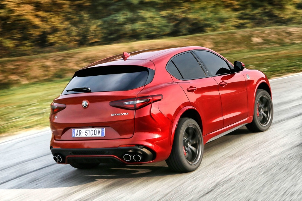 alfa romeo stelvio quadrifoglio heeft prijs. Black Bedroom Furniture Sets. Home Design Ideas