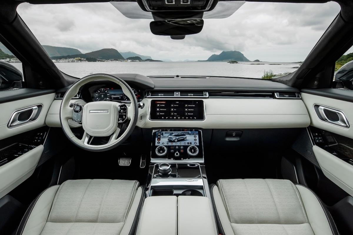 https://images.auto55.be/popup/151350-range-rover-velar-interior.jpg