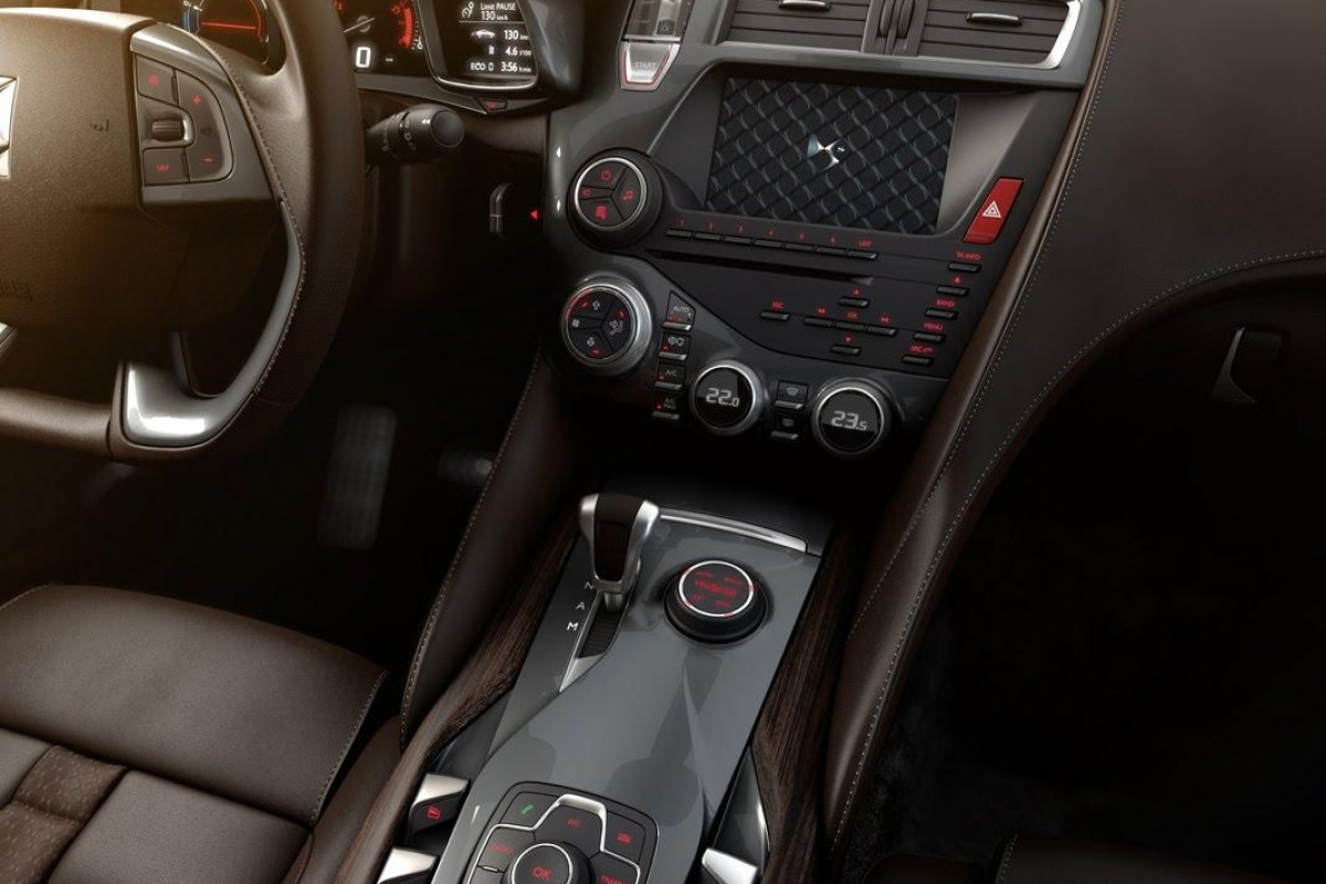 Citroen ds5 is luxe crossover nieuws for Interieur ds5