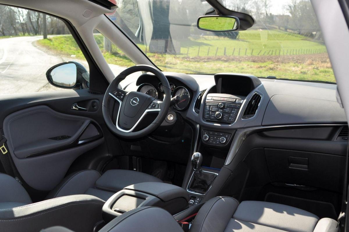 Opel zafira tourer 2 0 cdti 165pk tests for Interieur zafira