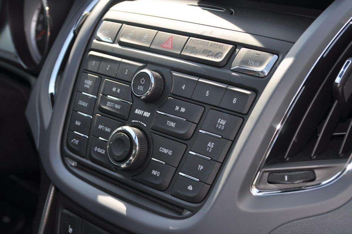 Opel zafira tourer 2 0 cdti 165pk tests for Interieur zafira tourer