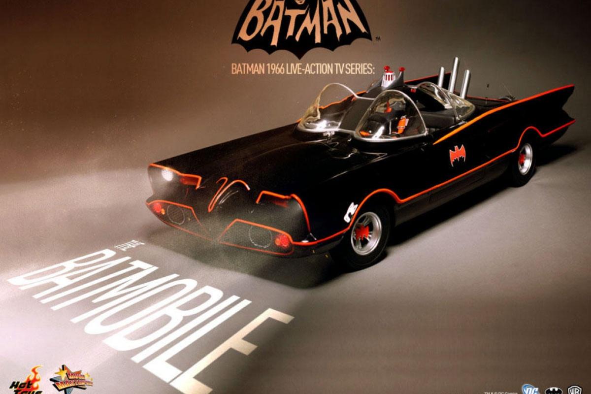 Hot Toys Batmobile 1966