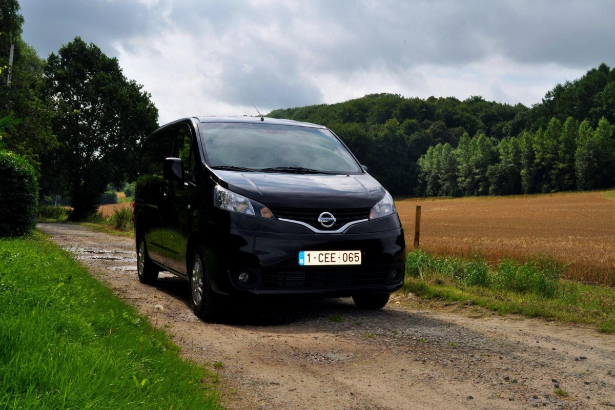 nissan nv200 evalia 110pk tests. Black Bedroom Furniture Sets. Home Design Ideas