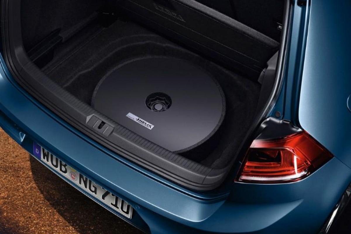 enfant en soldes couleurs harmonieuses Volkswagen Accessoires neemt Golf onder handen | Auto55.be ...