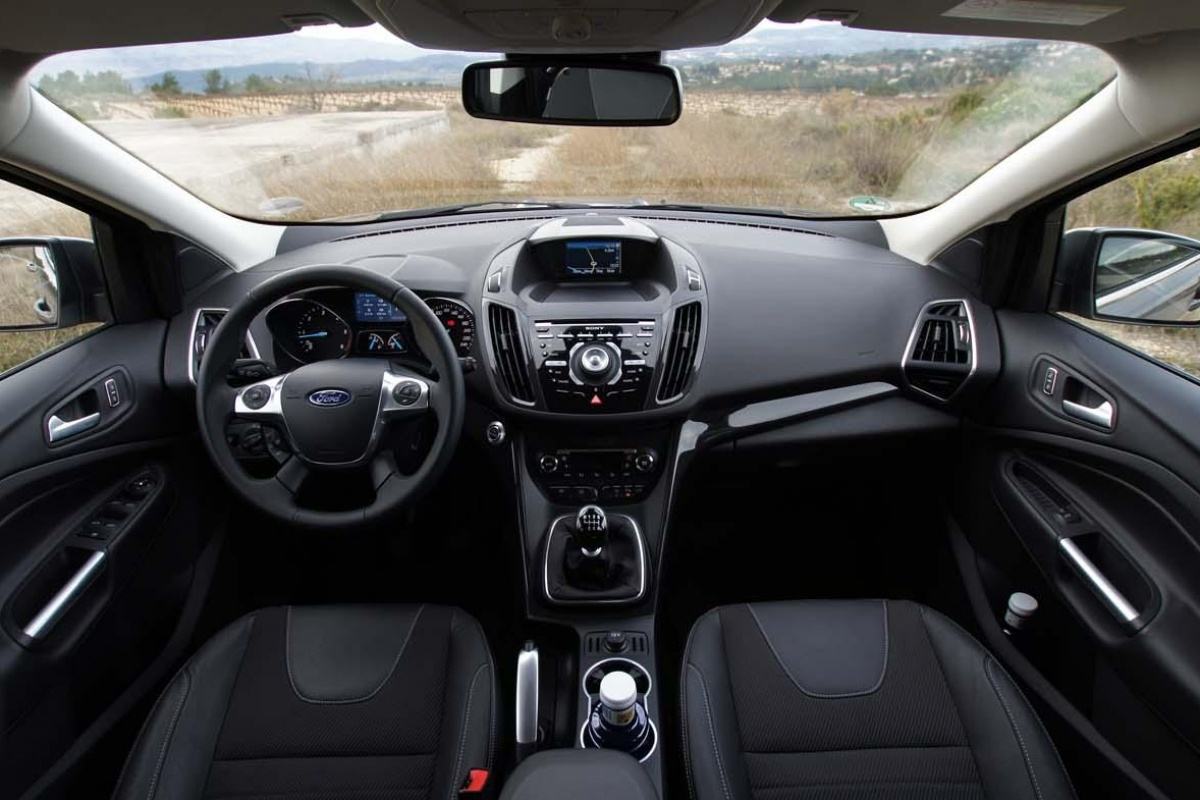 Ford kuga 2 0 tdci 163 4wd tests for Interieur ford kuga