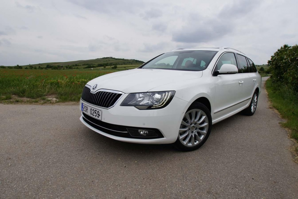 skoda superb combi 2 0 tdi dsg tests. Black Bedroom Furniture Sets. Home Design Ideas