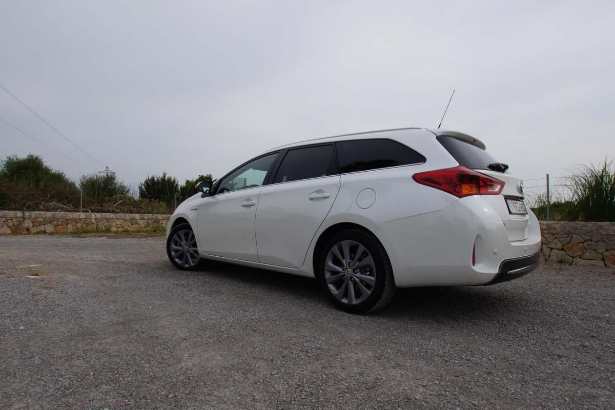 toyota auris touring sports hybrid tests. Black Bedroom Furniture Sets. Home Design Ideas