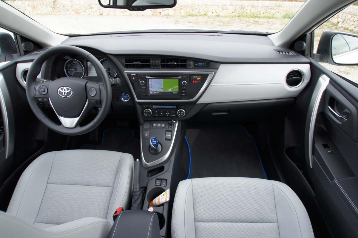 Toyota Auris Touring Sports Hybrid Auto55 Be Tests