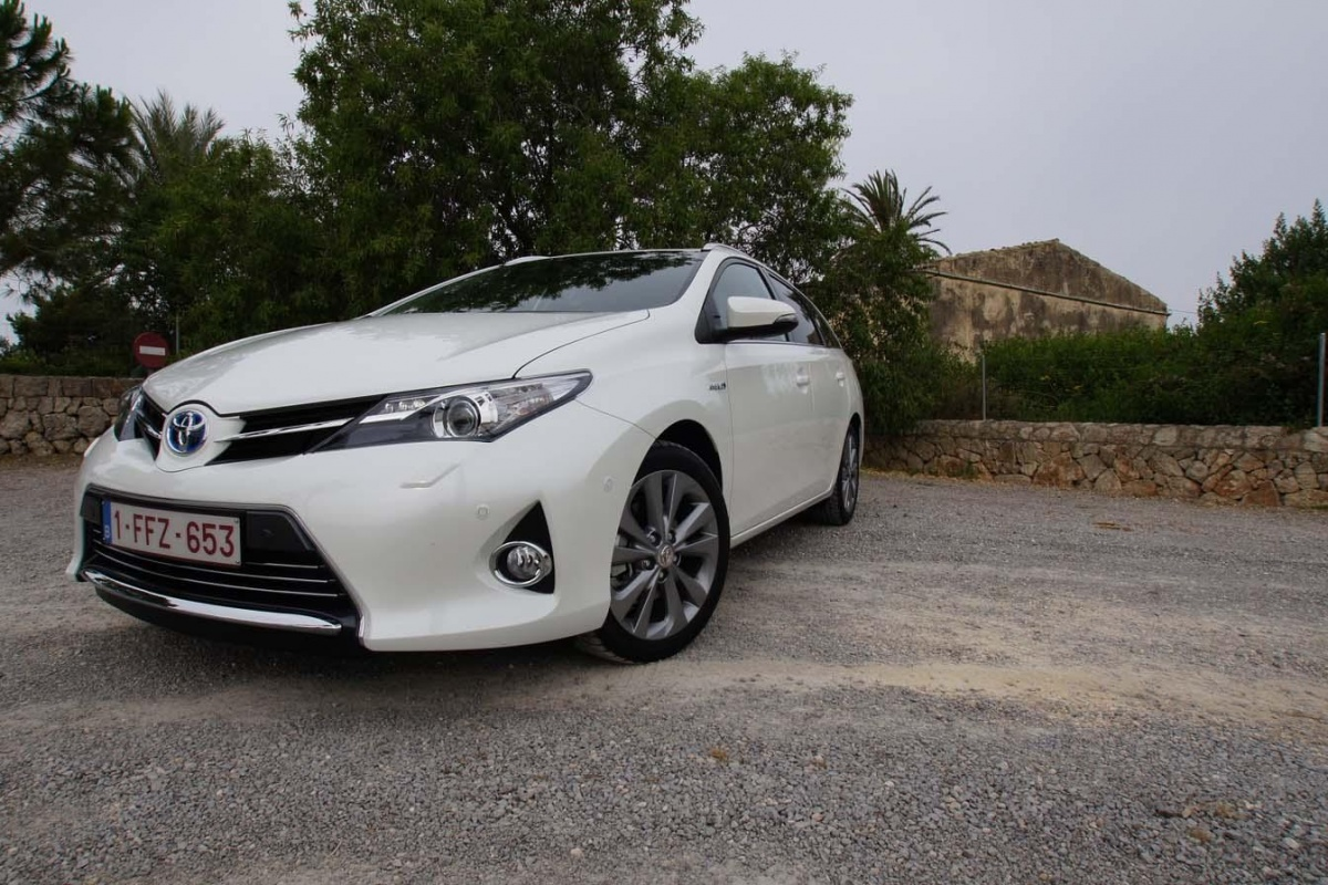 toyota auris touring sport hybride occasion occasion toyota auris auris touring sports hybride. Black Bedroom Furniture Sets. Home Design Ideas