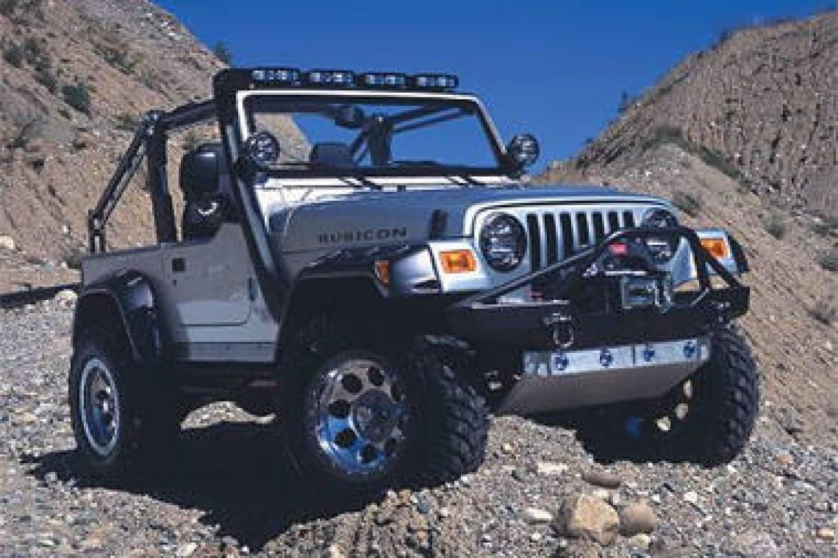 lara croft kiest jeep wrangler nieuws. Black Bedroom Furniture Sets. Home Design Ideas