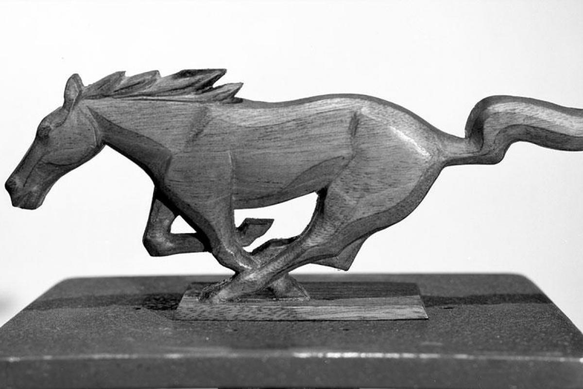 Mustang, Cougar, logo