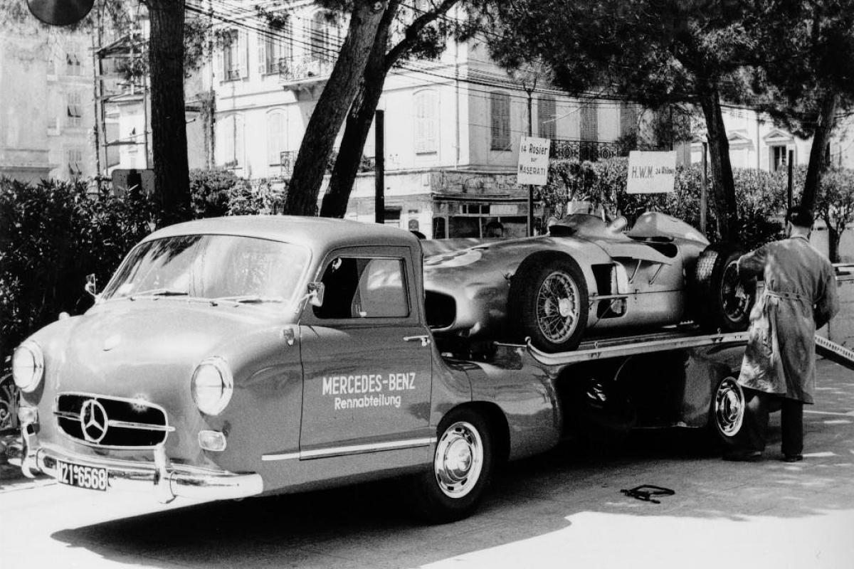 Mercedes Renntransporter Das blaue Wunder