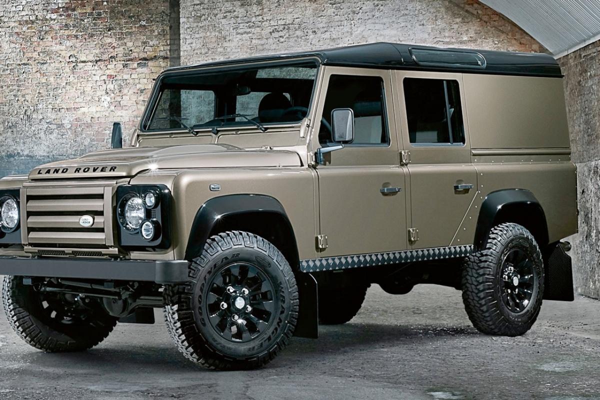 vijf legervoertuigen die je zelf kan kopen. Black Bedroom Furniture Sets. Home Design Ideas