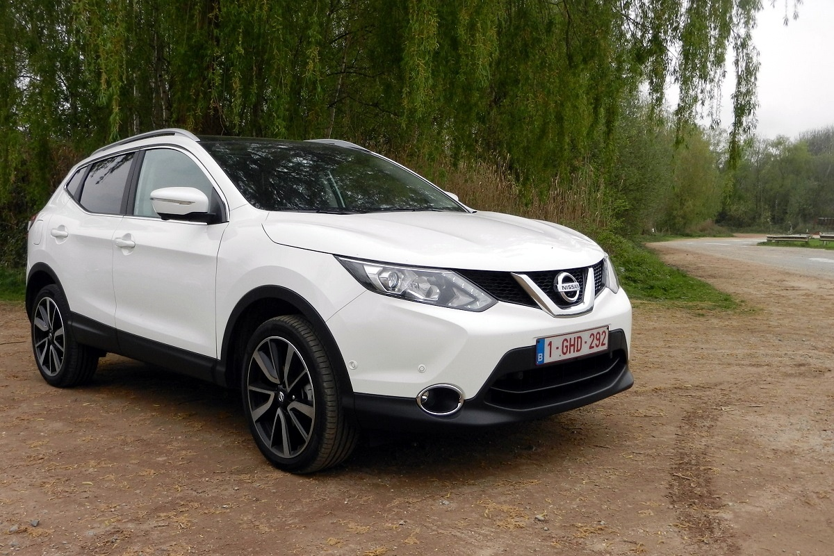 nissan qashqai 1 5 dci tekna test tests. Black Bedroom Furniture Sets. Home Design Ideas