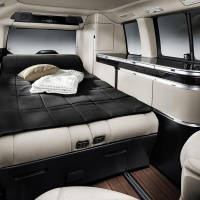 mercedes v klasse met vierwielaandrijving nieuws. Black Bedroom Furniture Sets. Home Design Ideas