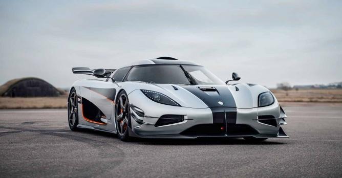 Koenigsegg One 1 >> Koenigsegg One:1 is snelste ooit van 0 naar 300. En terug