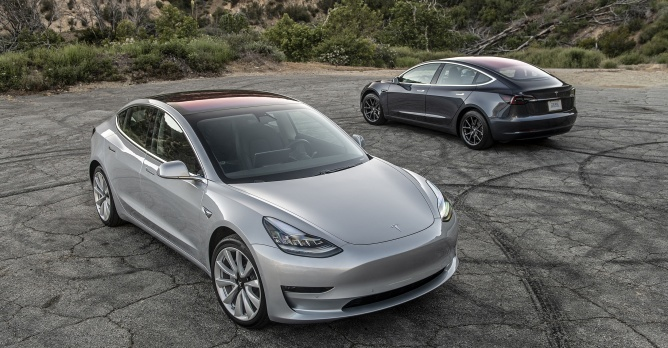 tesla bouwt model 3 op 1 week bijna nieuws. Black Bedroom Furniture Sets. Home Design Ideas