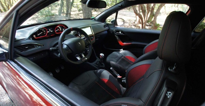 Peugeot 208 gti tests for Interieur 208 gti